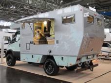 Jüngstes Modell von bimobil bei den Expeditionsfahrzeugen ist ab 180.560 Euro der bewusst niedrig gebaute EX 412 mit einer Kabine aus verschweißtem Aluminium-Rahmen, Aluminium-Außenhaut und einem soliden Möbelbau.