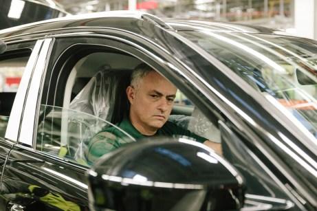 Den kritischen Blicken von Mourinho entgeht nichts. © Jaguar
