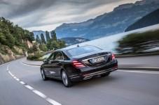 In knapp fünf Sekunden beschleunigt das mehr als zwei Tonnen schwere Luxus-Dickschiff auf Tempo 100. © Daimler