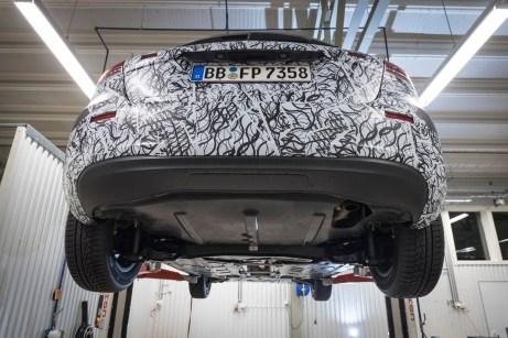 Unter die Räder gekommen: die neue Mercedes A-Klasse aus einem völlig neuen Blickwinkel. © Daimler