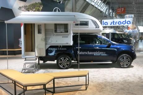 Dieser Pick-up kann mehr als nur Gartenabfällt zu transportieren: Die Mercedes-Benz X-Klasse mit Tischer-Absetzkabine Trail 230 S. Foto: Auto-Medienportal.Net/Michael Kirchberger