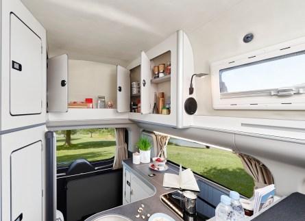 Der Nugget Pklus verfügt außerdem über eine 40-Liter-Kompressorkühlbox sowie Frisch- und Abwassertanks mit je 42 Liter Volumen.