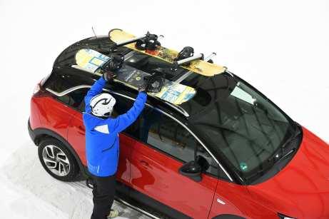 Auf dem Dach können die Snowboards installiert werden. Foto: Opel