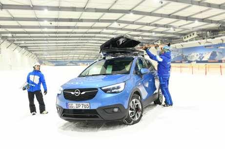 Die Dachbox vergrößert das Gepäckraumvolumen um nochmal 470 Liter. Foto: Opel