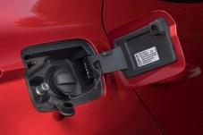 Einfüllstutzen im Doppelpack hinter der Tankklappe: Links für Gas und rechts für Benzin. © Seat