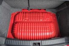 In den Gastanks unter dem Kofferraumboden können insgesamt 13 Kilogramm CNG gebunkert werden. © Seat
