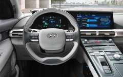 Die breite schwarze Armaturentafel beherbergt ein 12,3 Zoll großes Navigations-Display und ein weiteres 7-Zoll-Display. Foto: Auto-Medienportal.Net/Hyundai