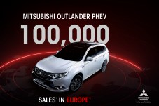 """Runde Sache: Mitsubishi knackt mit seinem Plug-in-Hybrid Outlander in Europa die 100.000er-Marke. Diese Zahl sei ein """"bedeutender Meilenstein"""", teilt das Unternehmen mit. © Mitsubishi"""