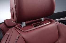 Aus diesem Ausströmer kommt warme Luft für die Nackenregion. Foto: Audi