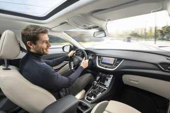 Der luftige Innenraum des Opel Grandland X Ultimate. Foto: Opel