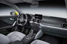 Schickes Cockpit mit unten abgeflachtem Lenkrad. Foto: Audi