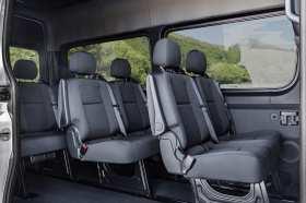 Auch als Shuttle gut einsetzbar: der Mercedes Sprinter. Foto: Mercedes