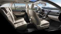 Ledersitze vorn und hinten, eine Lenkradheizung, eine Sitzheizung für die äußeren Fondsitze und ein erweitertes Audiosystem von Harman/Kardon mit zwölf Lautsprechern sind wichtige Komfort-Merkmale. Foto: Subaru