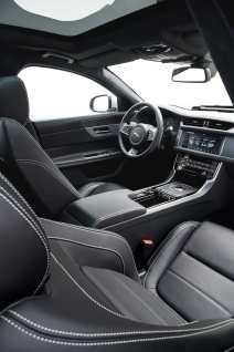 Das Interieur findet den stilsicheren Weg zwischen sportlichem Ambiente und gediegener Eleganz. Foto: Auto-Medienportal.Net/Jaguar Land Rover