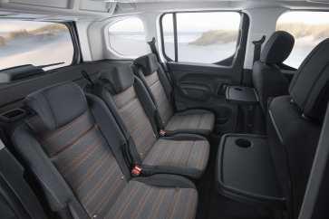 Die Sitze in der zweiten Reihe können leicht ausgebaut werden und wiegen nur 14 Kilo. Foto: Opel