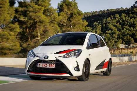 Der Toyota Yaris GRMN kostet zusammen mit einem umfangreich überarbeiteten Fahrwerk, der Karosserie mit Rennstrecken-Rasse und einem sportlich abgestimmten Interieur 29 990 Euro. Foto: Auto-Medienportal.Net/Toyota