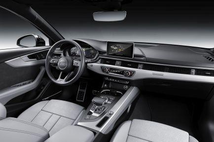 Im Interieur finden sich RS-Carbon-Dekoreinlagen, ein Drei-Speichen-Multifunktionslenkrad sowie schwarze Teilleder-Sportsitze. Foto: Auto-Medienportal.Net/Audi