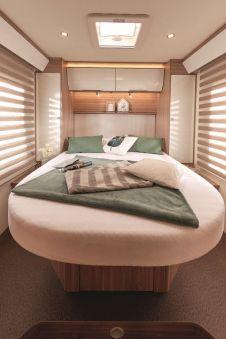 Sieht nobel aus: Die Schlafstätte im Bürstner Ixeo T 736. Foto: Auto-Medienportal.Net/Bürstner