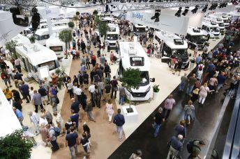Vom 25. August bis zum 2. September werden die Ausstellungshallen in Düsseldorf wieder zum Mekka der Camper und Caravaner, 130 Marken zeigen rund 2100 Fahrzeuge, insgesamt präsentieren mehr als 600 Anbieter ihre Produkte. Foto: Auto-Medienportal.Net/CIVD