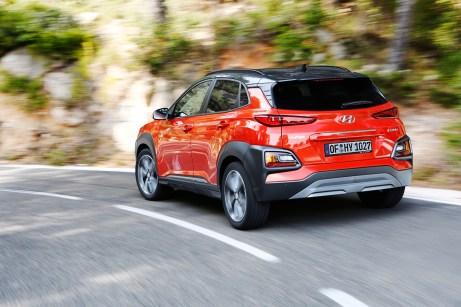 Der Hyundai Kona kommt dank eines aufwendigen Fahrwerks flink und sicher durch Kurven. © Hyundai