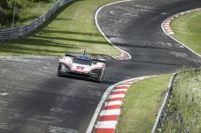 """Timo Bernhard: """"Aufgrund des aerodynamischen Anpressdrucks gehen Passagen mit Vollgas, an denen ich mir das zuvor nie vorstellen konnte.Aufgrund des aerodynamischen Anpressdrucks gehen Passagen mit Vollgas, an denen ich mir das zuvor nie vorstellen konnte. © Porsche"""