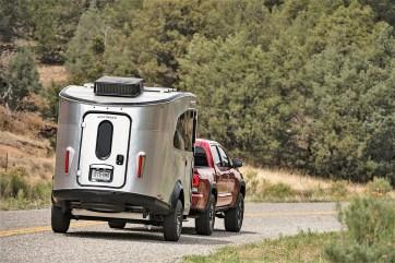 Schon seit Jahrzehnten haben die einzigartigen, silbrig glänzenden Wohnwagen mit ihrer stromlinienförmigen Alu-Karosserie eine stetig wachsende Fan-Gemeinde. Foto: Auto-Medienportal.Net/Airstream