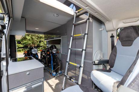 Über eine Leiter gelangt man ins Hochdach. Foto: Citroën