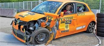 Renault Twingo mit eingeknickter A-Säule. Foto: Auto-Medienportal.Net/ADAC