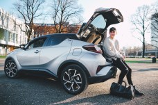 Praktisch und sauber: Der Toyota C-HR ist auch bei jungen Stadtmenschen sehr beliebt. © Toyota
