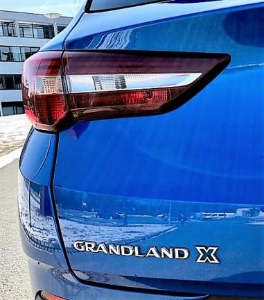 Schicke, schmale LED-Rückleuchten des Opel Grandland X. Foto: Klaus H. Frank