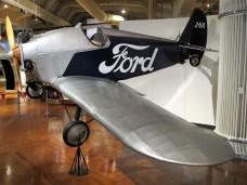 """Mit einem Dreizylinder-Sternmotor war in den Zwanziger Jahren das """"T-Modell der Lüfte"""" mit offenem Cockpit ausgerüstet."""