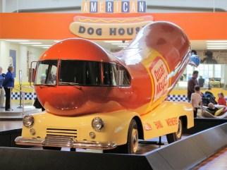 Das Wienermobile war ab 1936 als Werbeträger für Oscar-Mayer-Produkte in den Vereinigten Staaten unterwegs.