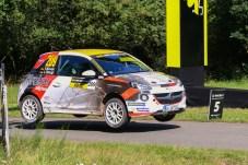 Gut gehüpft ist halb gewonnen. Eine Rallye bietet immer wieder herrliche Foto-Motive. © Opel