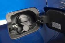 Die CNG-Einfüll-Öffnung finden wir unter dem Tankdeckel direkt neben dem Benzin-Einfüllstutzen. Foto: Seat