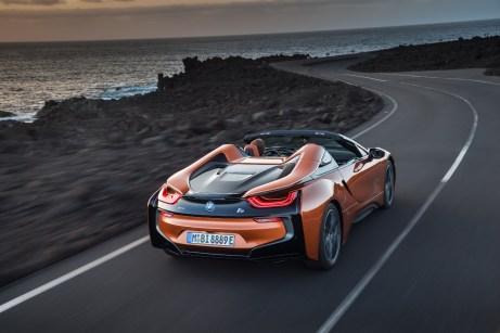 Schöner Rücken: Auch wenn der Roadster überholt, wird dem Auge allerhand geboten. © BMW