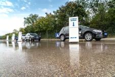 Er brauchte den längsten Bremsweg: ein gefahrener Budget-Reifen von Avon. Foto: Michelin