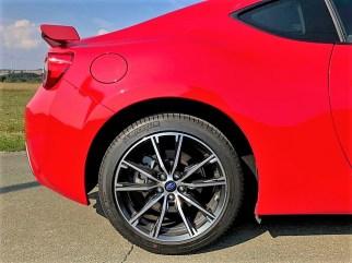 Die leicht ausgestellten Kotflügel des Subaru BRZ. Foto: Klaus H. Frank