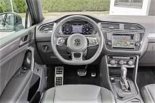 Das unten abgeflachte Lenkrad hat einen sportlichen Touch. Foto: Volkswagen