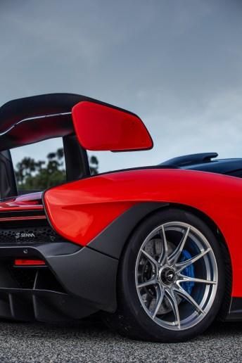 Der gigantische Heckflügel trägt zum Rekord-Abtriebswert von 800 Kilo bei. © McLaren