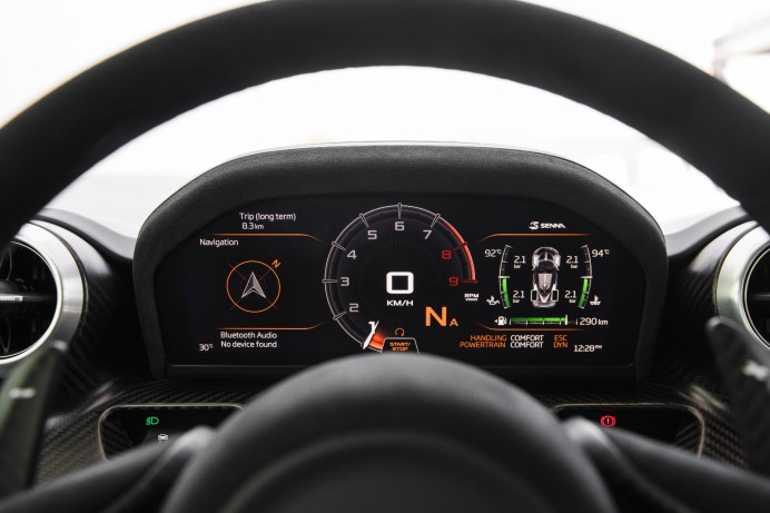 Das Cockpit des Senna: eine digitale Infobox nach Motorsport-Art. © McLaren