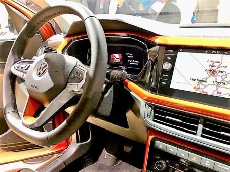 Hübsch bunt ist das Cockpit beim VW T-Cross. Foto: Klaus H. Frank