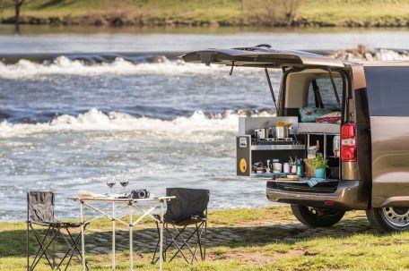 Die Campingbox von Ququq eignet sich somit sowohl für die fünfsitzigen Varianten des Proace Verso als auch für die Modelle mit dritter Sitzreihe. Foto: Toyota