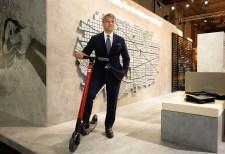 Luca de Meo und und der Streetscooter. Foto: Seat