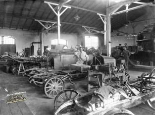 Reparaturen und Karosseriebau waren 1913 noch echtes Handwerk