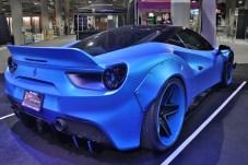 Ferrari ist nicht mit eigenem Stand präsent, aber als Bastel-Mobil für Tuner. © Marcus Efler / mid