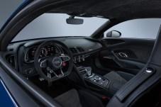 Das voll digitale Cockpit ist perfekt ablesbar. Links unten im Lenkrad: Der Wahlschalter für die Fahrmodi. © Audi