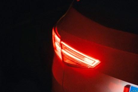 Durch den falschen Einsatz der Nebelschlussleuchte können andere Verkehrsteilnehmer geblendet werden. Foto: Seat