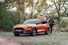Die 30 Millimeter höhere Bodenfreiheit des Focus Active weist ebenso auf den robusten Charakter dieses neuen Crossover-Modells hin wie zusätzliche, in Schwarz ausgeführte Radkästen- und Schwellerverkleidungen. Foto: Ford