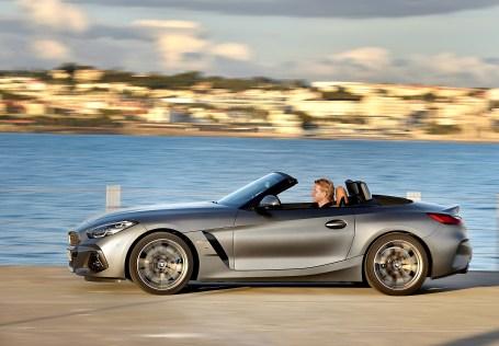 Temperamentvolle Kraftentfaltung gewährleisten die in zahlreichen Details weiterentwickelten Motoren. Sie übertragen ihre Kraft an ein 8-Gang Steptronic Sport Getriebe der jüngsten Generation. Foto: BMW