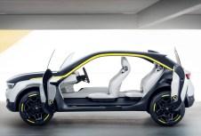 Der Innenraum des Opel GT X Experimental ist ungeheuer luftig, die Sitze scheinen zu schweben die Türen öffnen gegenläufig und erleichtern den Einstieg. Foto: Opel